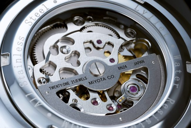 Detail photo of a high-end watch shot in studio, in Shanghai. Shanghai photographer with studio creates still-life imagery for advertising and marketing materials.